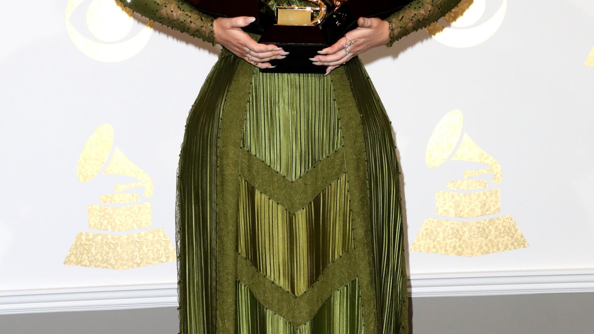 Sem discos e concertos, eis o valor que Adele arrecada diariamente