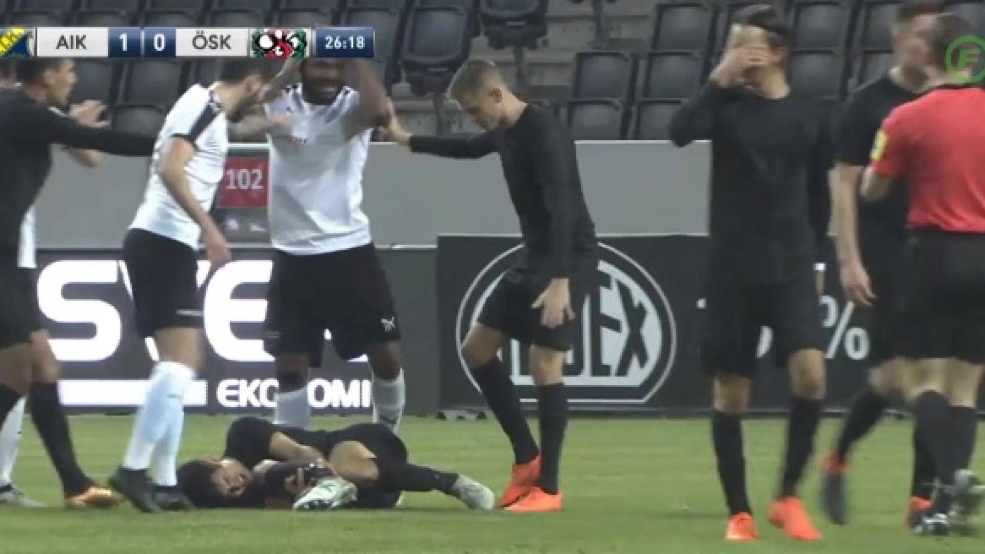 Jogador do AIK sofre lesão arrepiante. Adversário ficou desesperado
