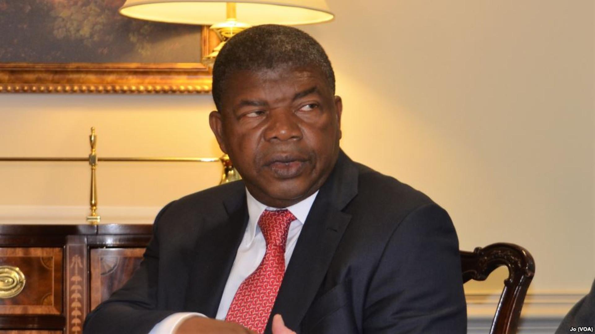"""Presidente angolano diz ter """"grande admiração"""" pela História de França"""