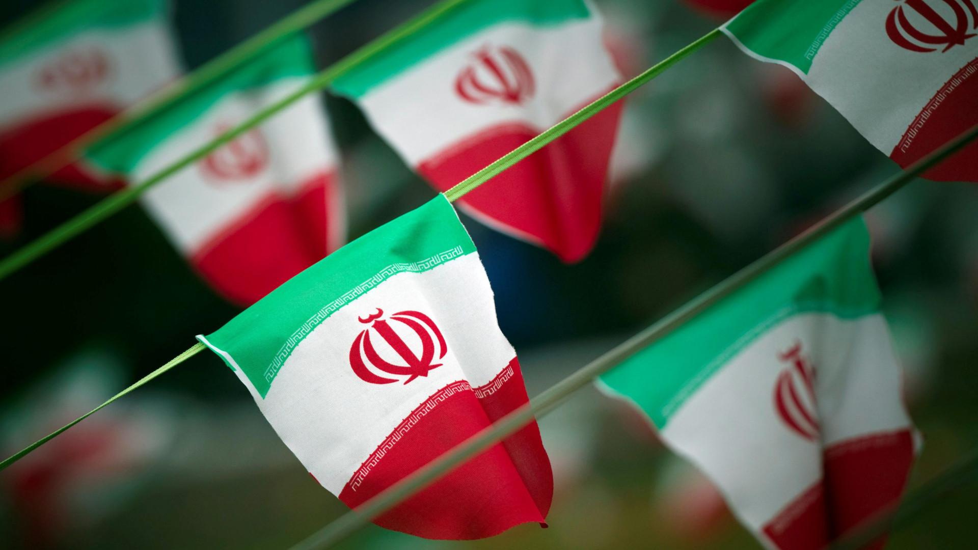"""Irão insta EUA a não tomarem decisões """"estúpidas"""" sobre a Síria"""
