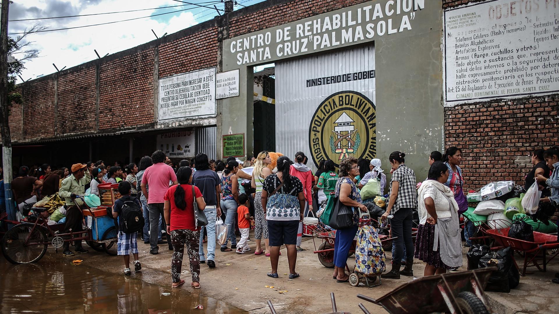 Polícia boliviana mata seis reclusos em raide a prisão