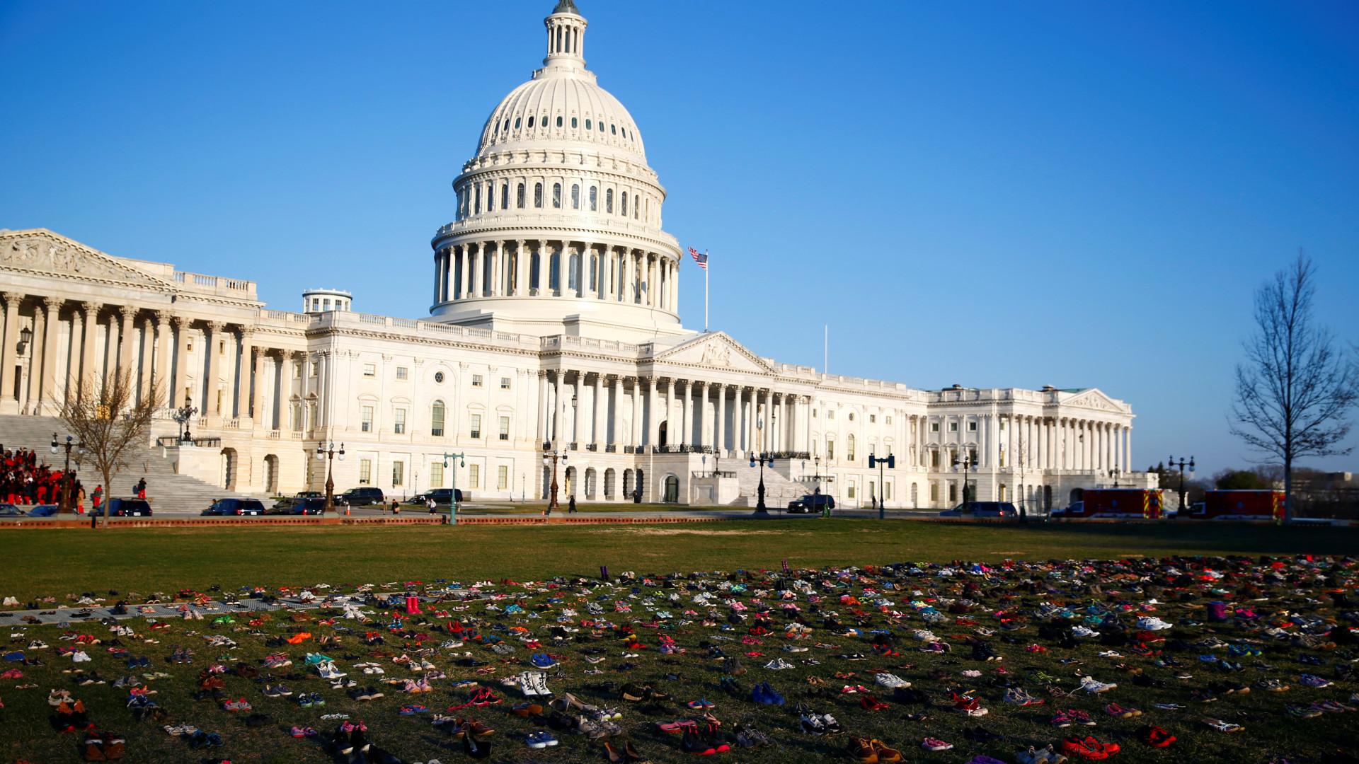 Em Washington, sete mil sapatos 'abandonados' lembraram vítimas de armas