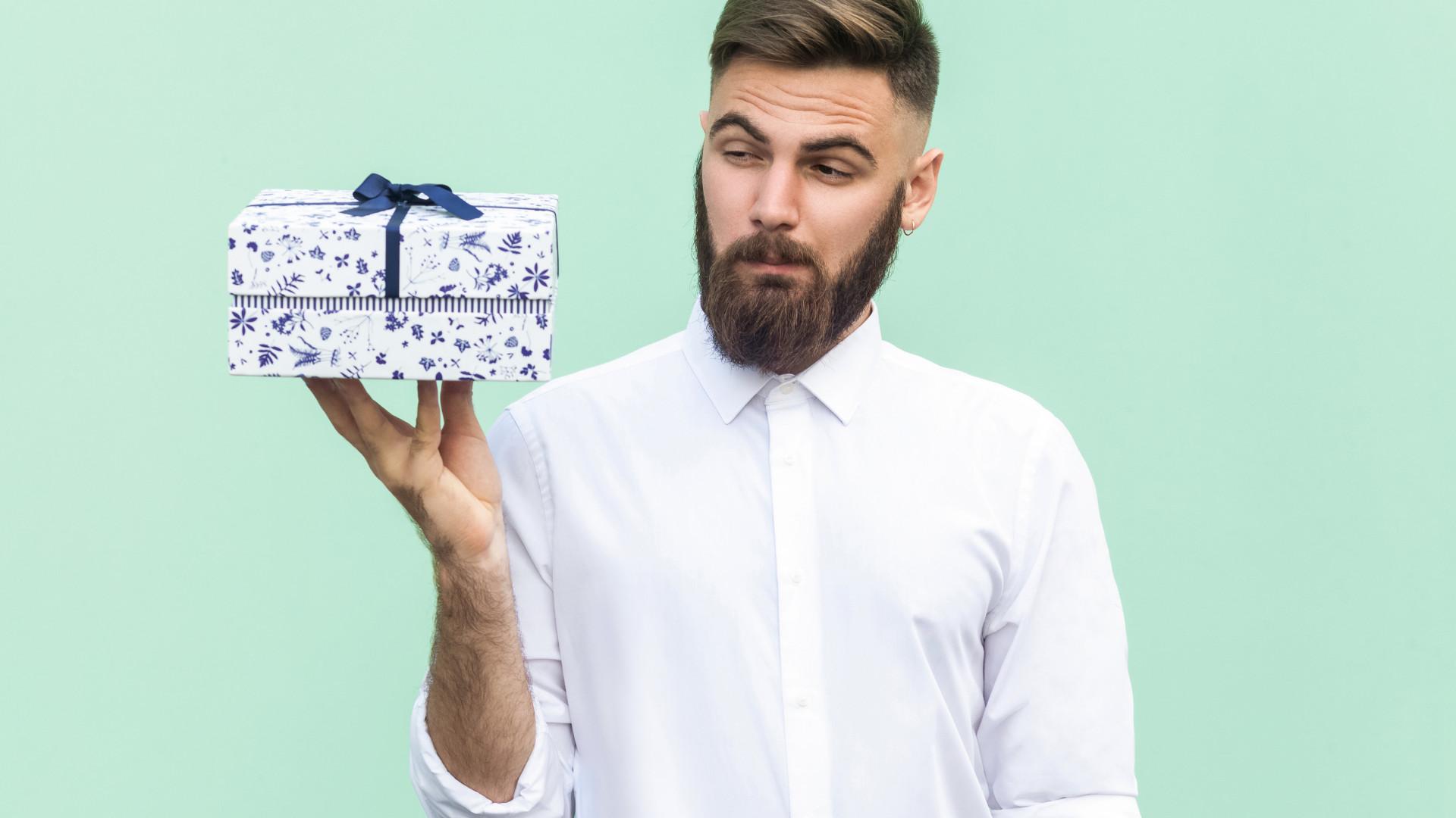 Produtos de moda são os presentes que os homens mais gostam de receber