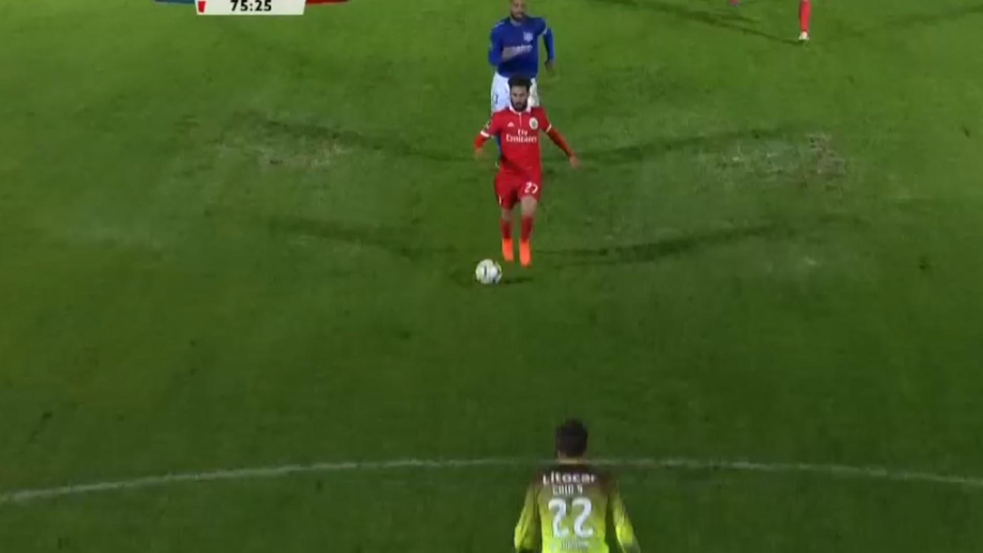 Rafa correu, correu e... correu, para fazer o segundo golo do Benfica