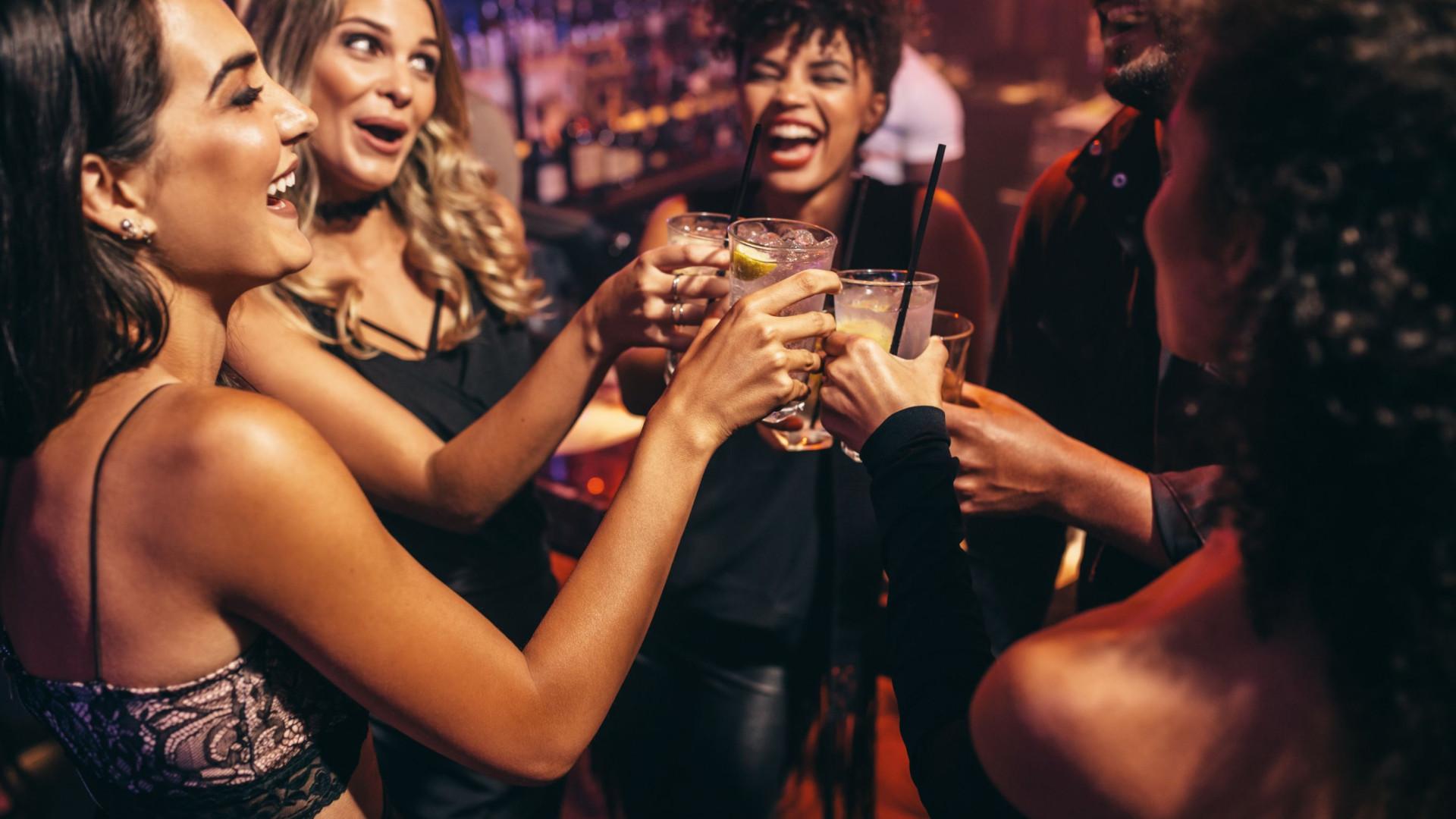 Por quanto tempo o álcool fica no organismo? E quando é seguro conduzir?