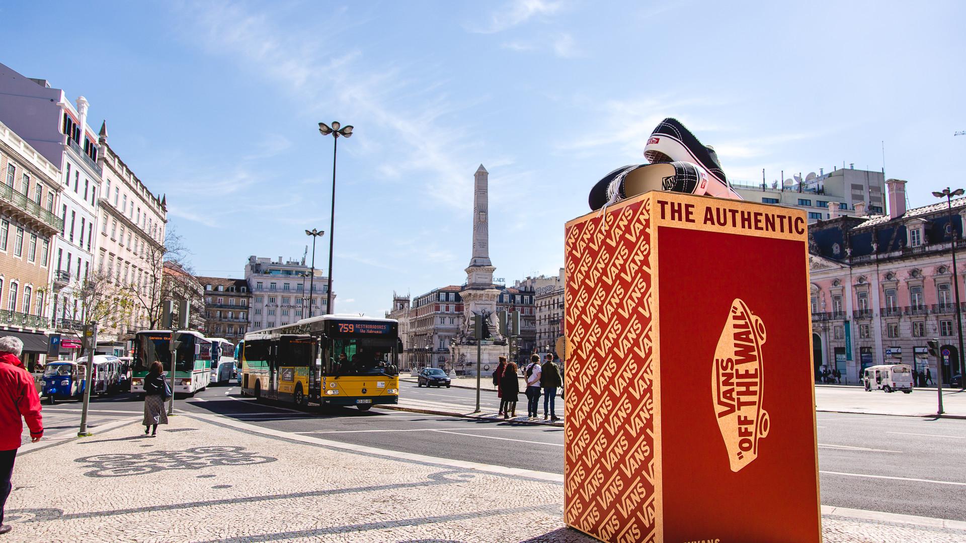 Há Vans gigantes nas ruas de Lisboa