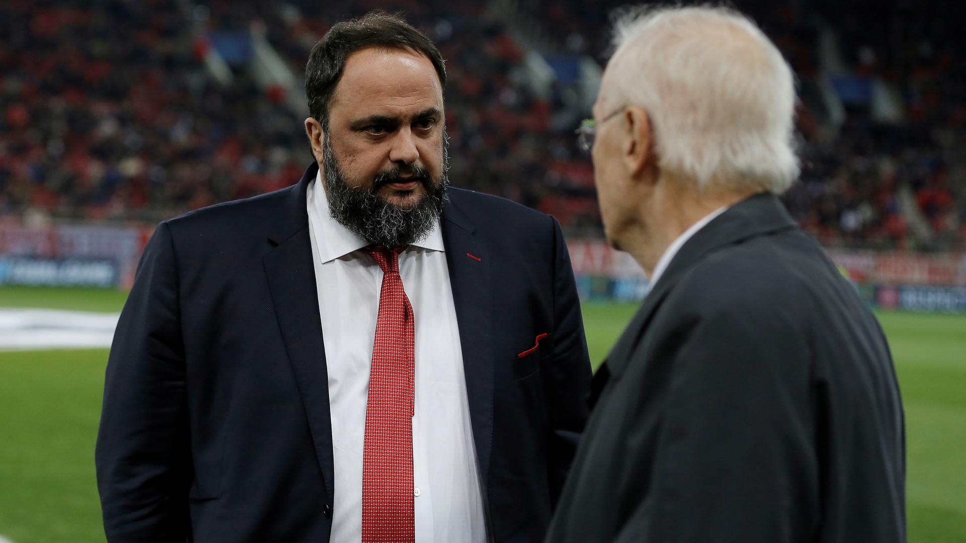 Olympiakos multa jogadores, aciona time B e antecipa 'férias' por mau desempenho