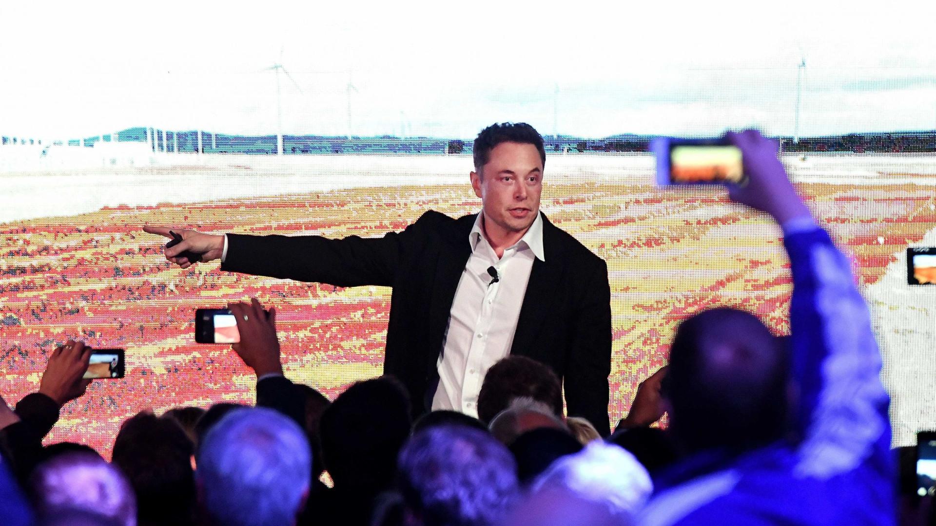 Elon Musk diz que a Apple já não o impressiona