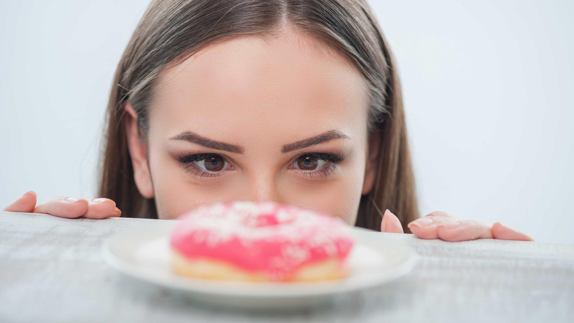 Depois do jantar, 'fuja' do frigorífico e evite comer uma quarta refeição
