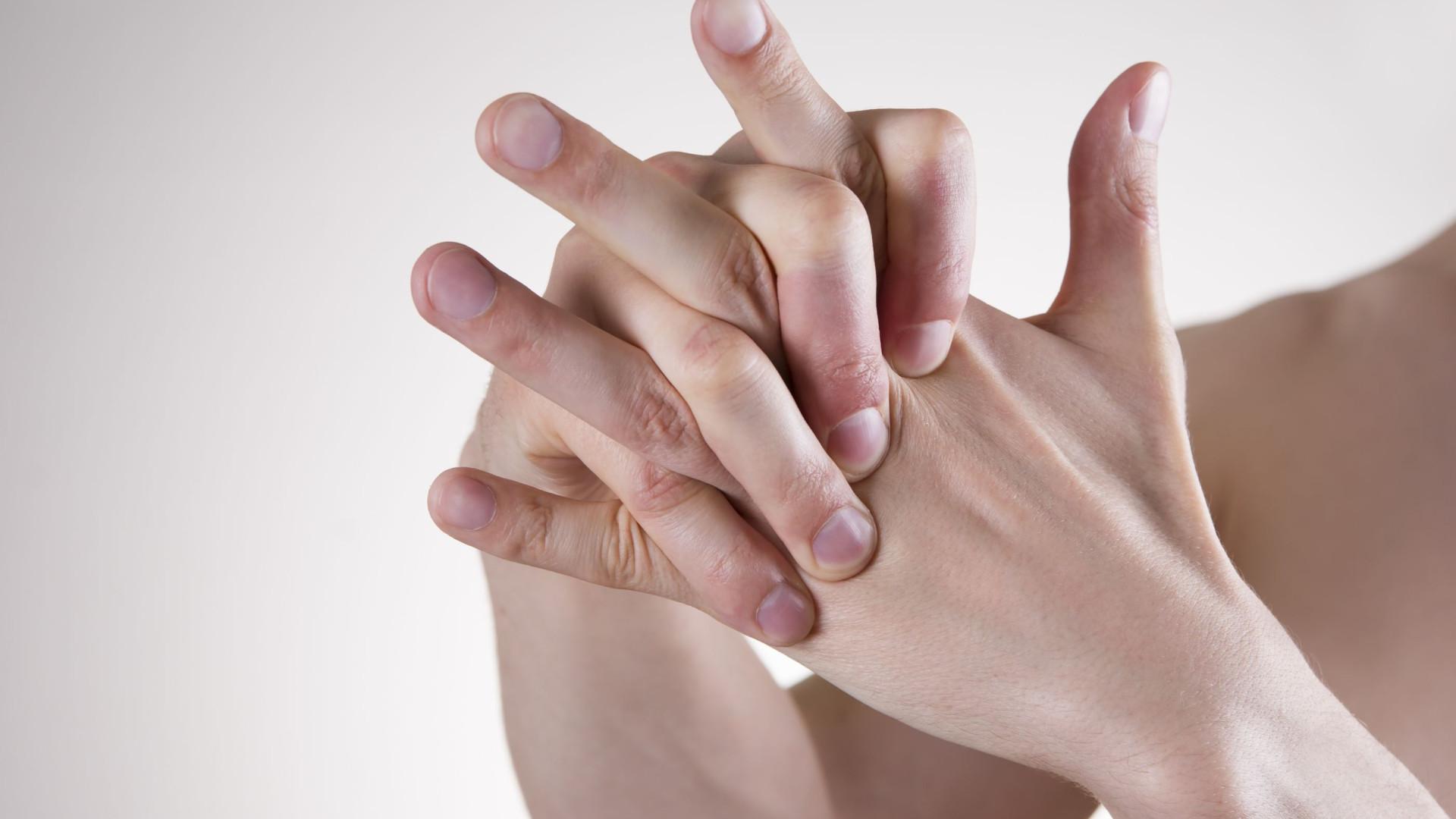 Mulher fica sem parte do dedo após discussão por causa de renda