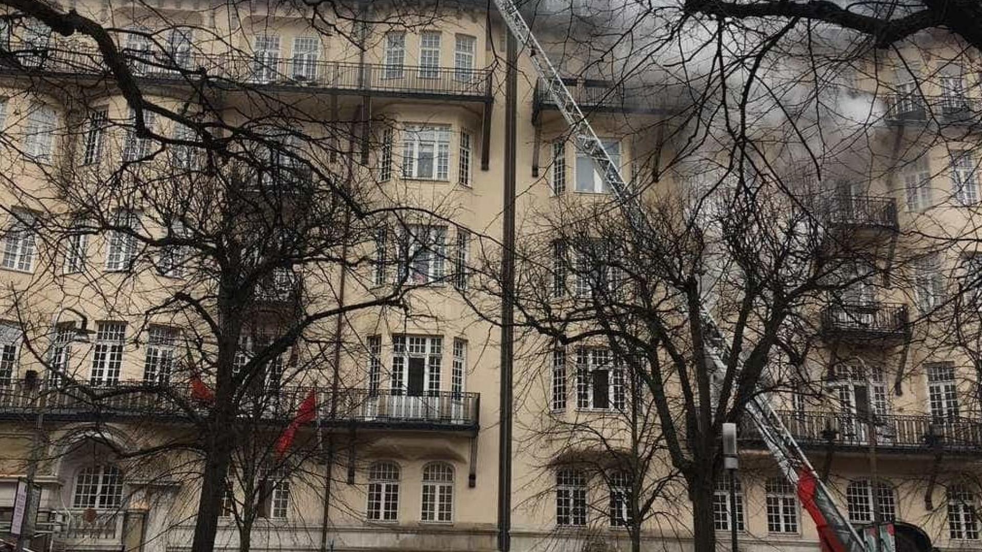 Polícia sueca deteve suspeito de provocar fogo na embaixada de Portugal