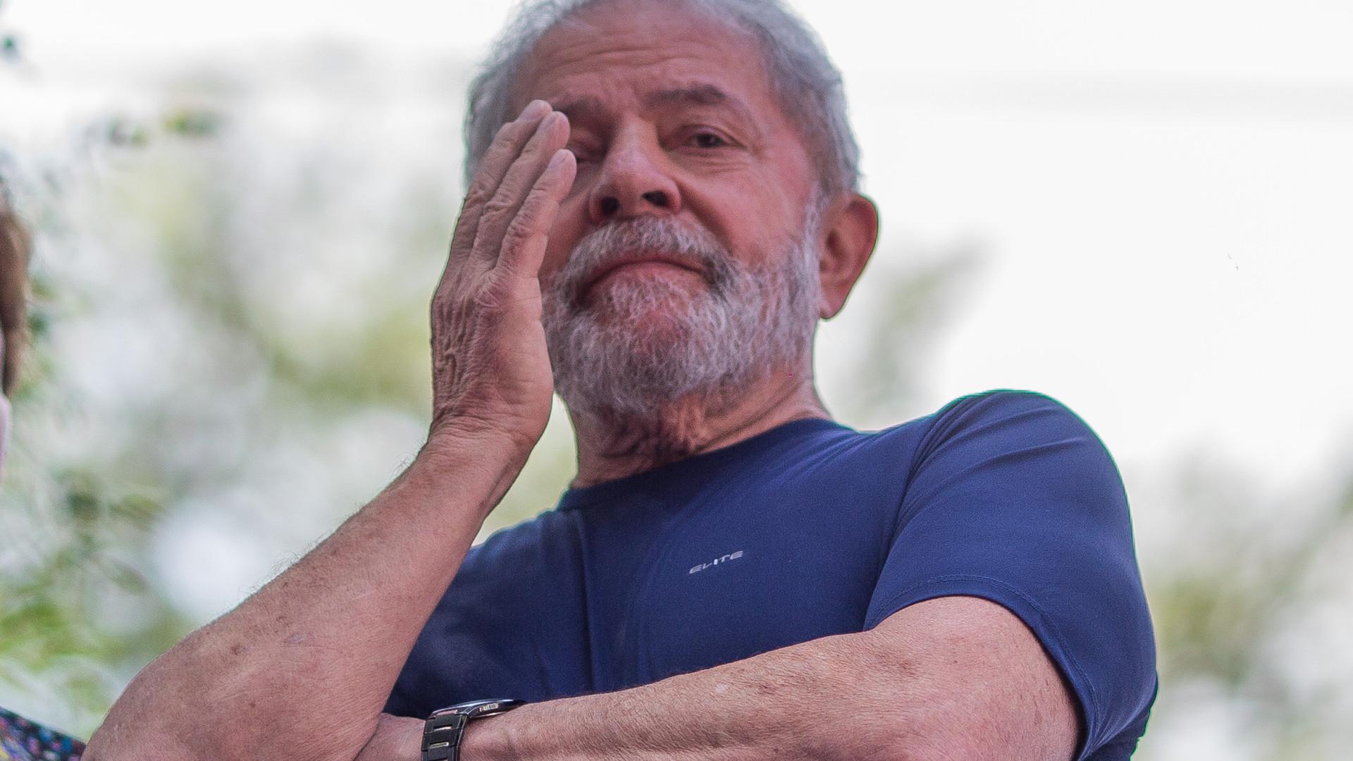 Lula assume candidatura presidencial pelo Partido dos Trabalhadores