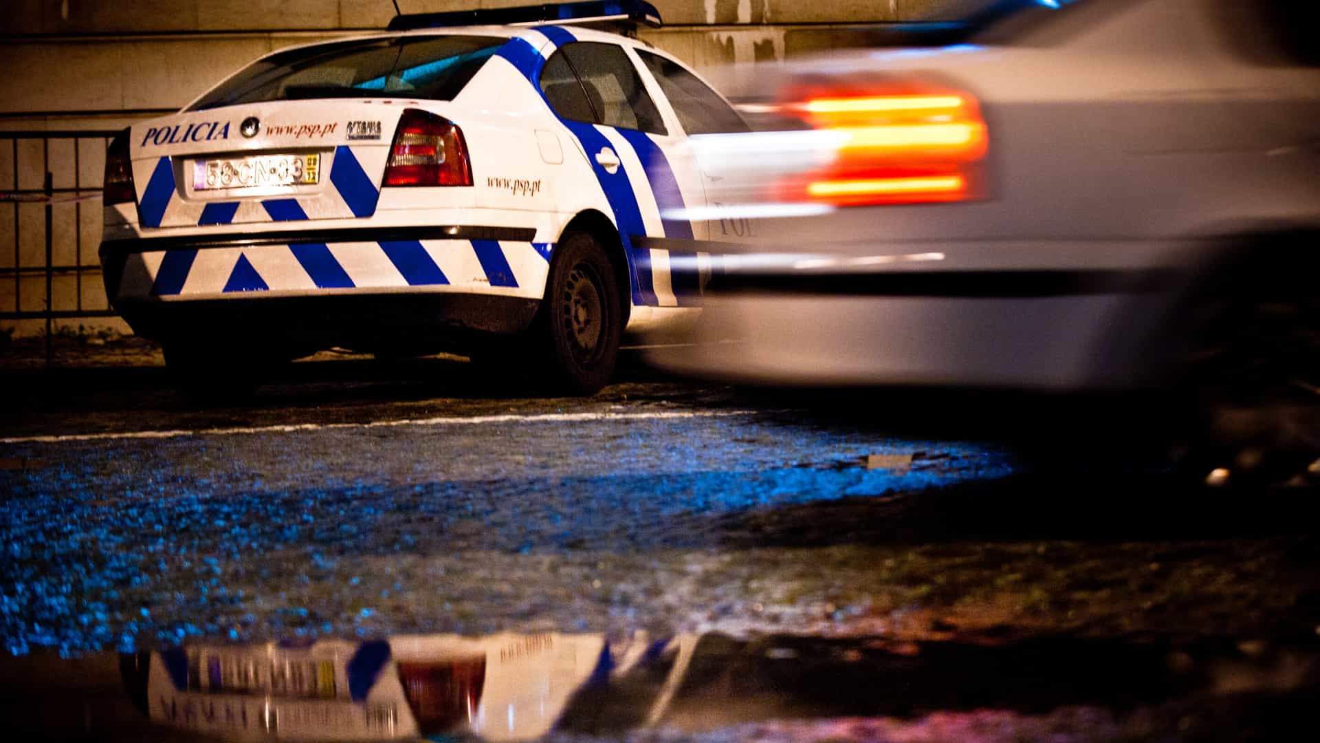 Tentaram esconder droga debaixo de um carro mas não enganaram a PSP