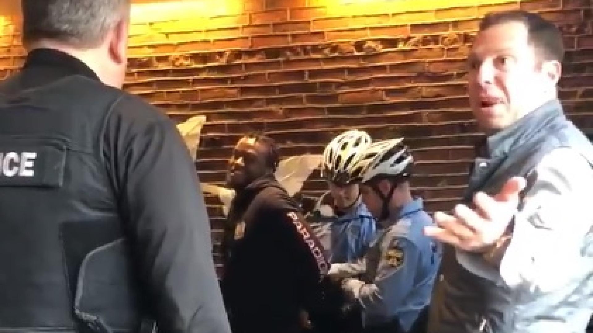 Foram presos porque não pediram nada no Starbucks