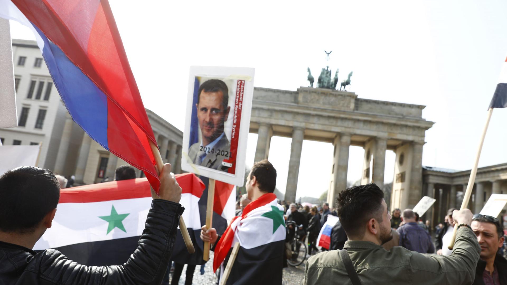 Centenas de sírios em manifestação de apoio a Bashar al-Assad