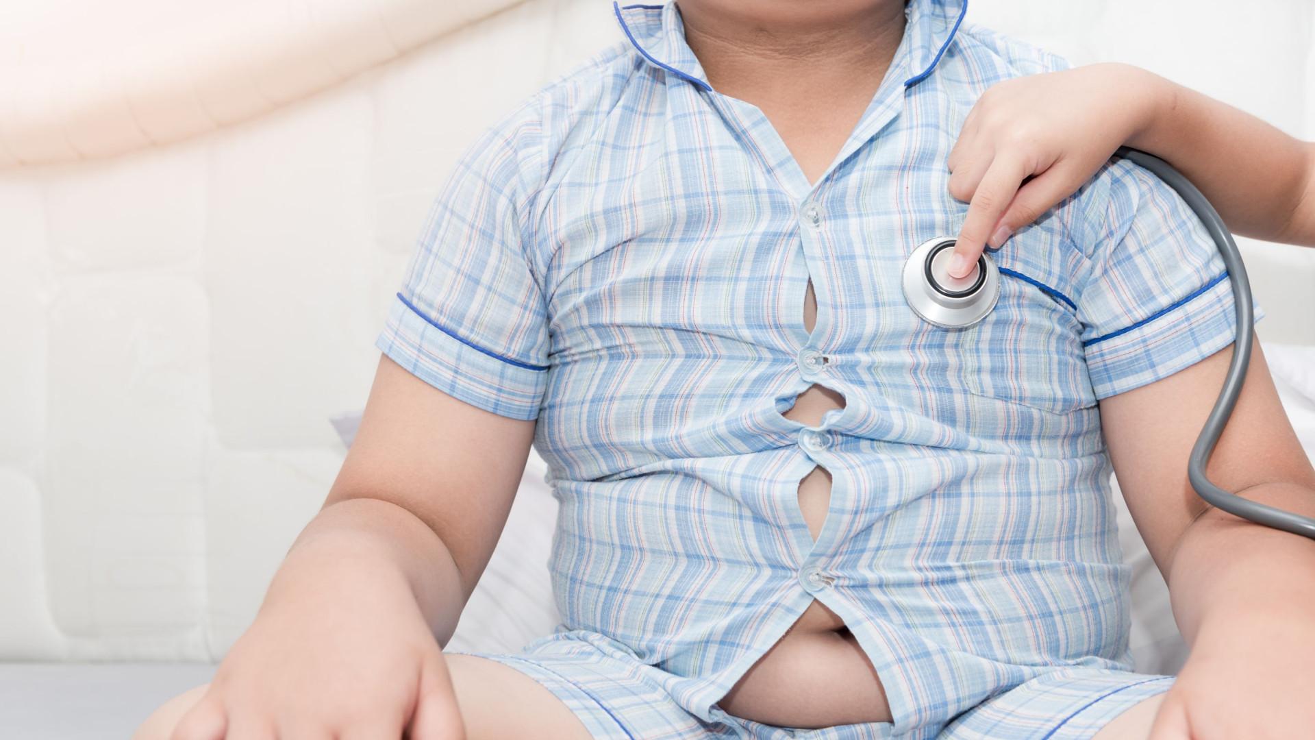 Rapazes com hábitos de sono irregulares têm mais risco de ficar obesos