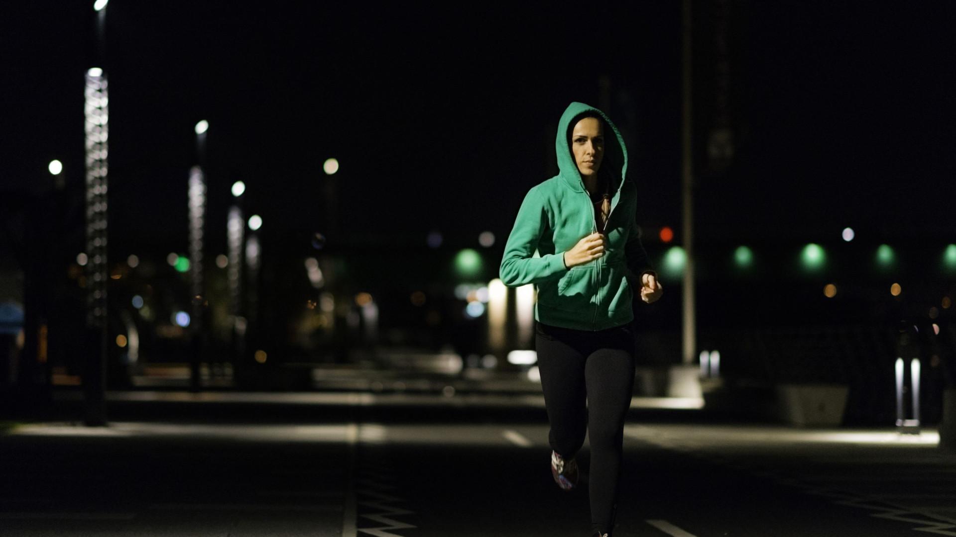 Sim, o treino ao final do dia interfere com o seu ciclo de sono