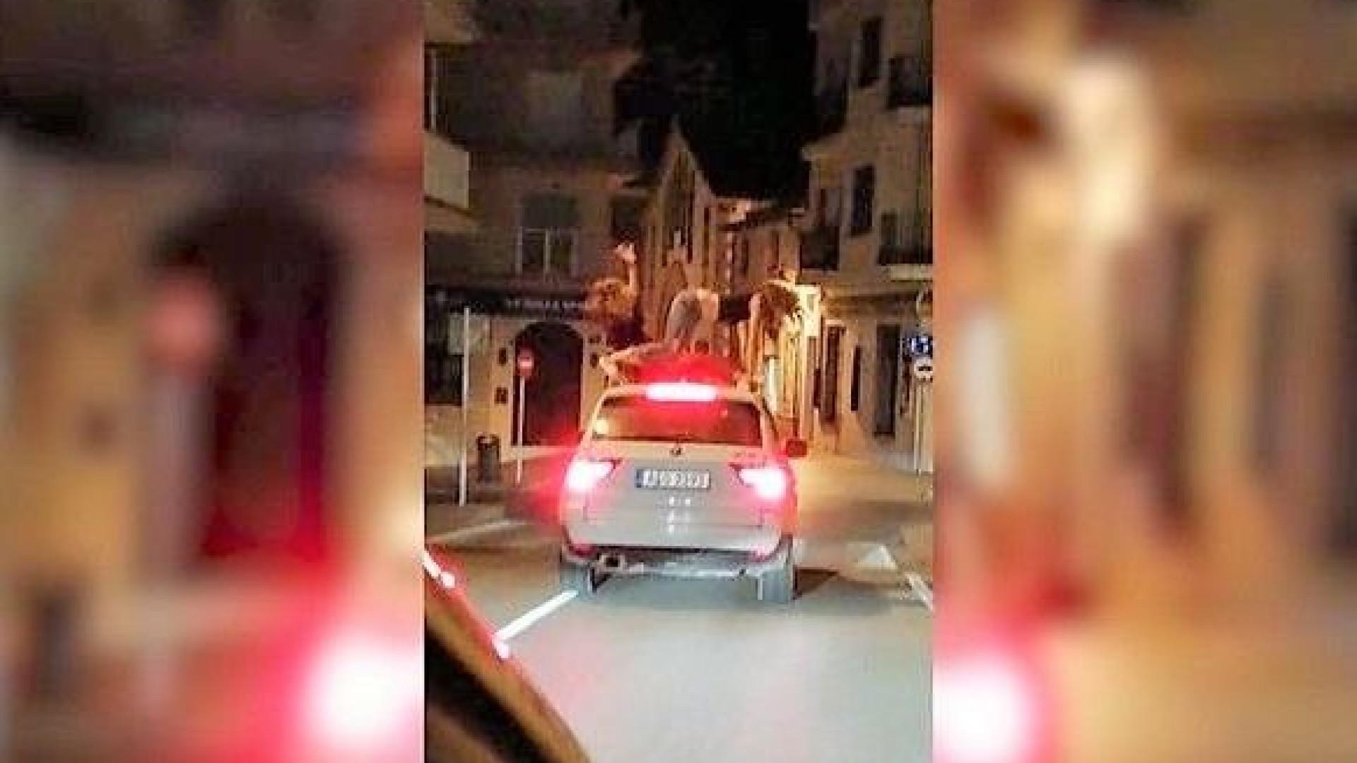 Espanha: Polícia investiga vídeo de jovens a dançar no tejadilho de carro