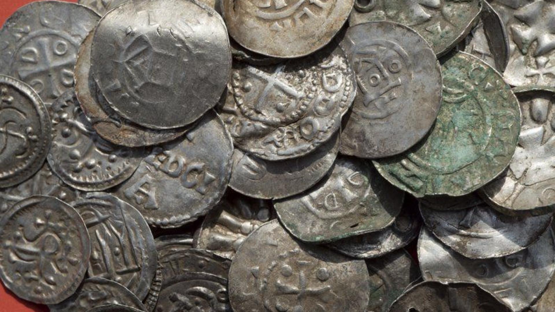 Descoberta feita por arqueólogos amadores conduz a tesouro de prata