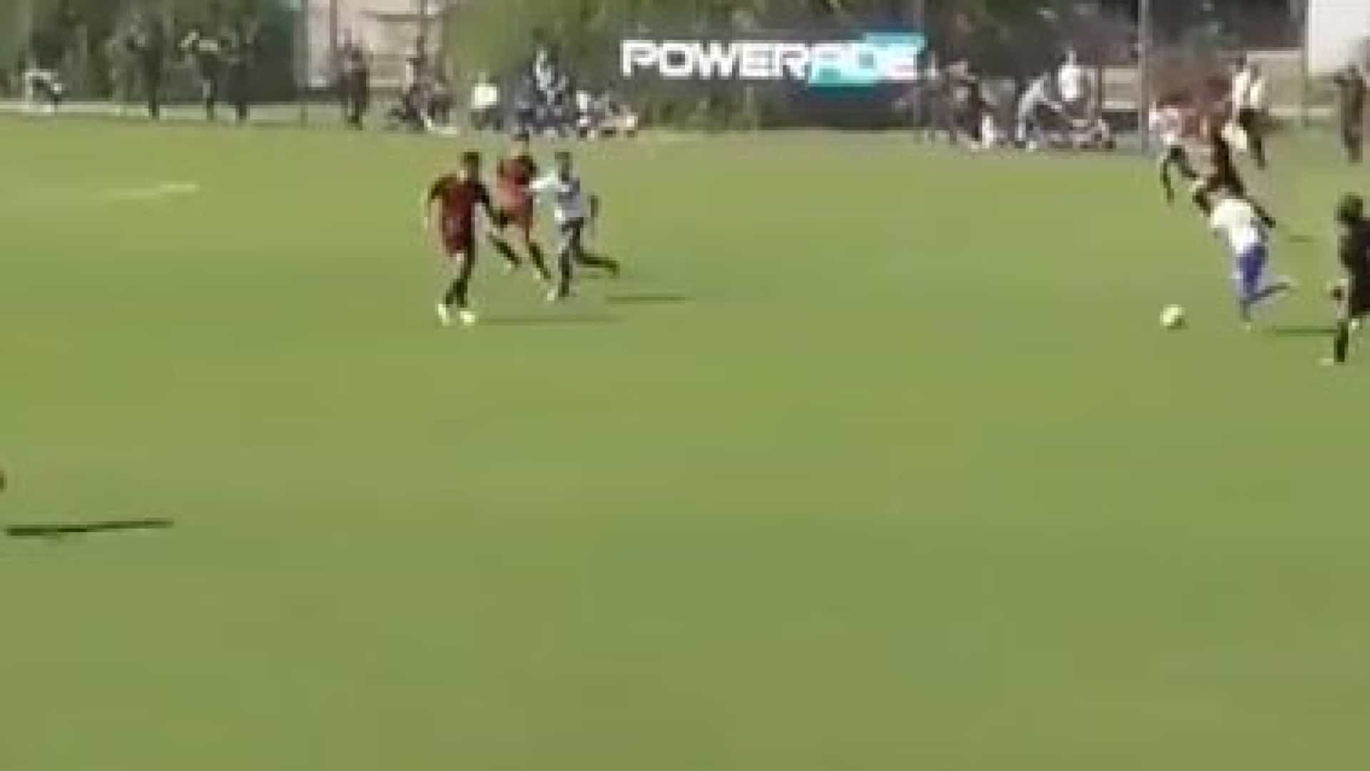 Esqueça os golos de Messi. Está escolhido o tento do ano