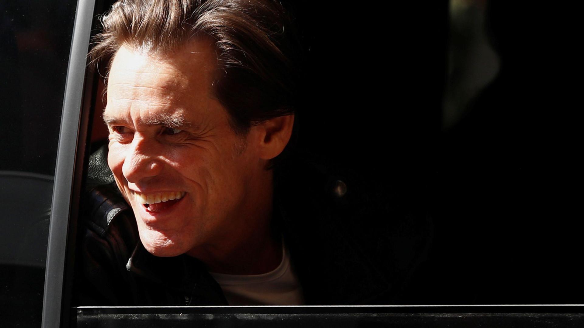 Jim Carrey atento à atualidade dos EUA 'comenta' com desenhos