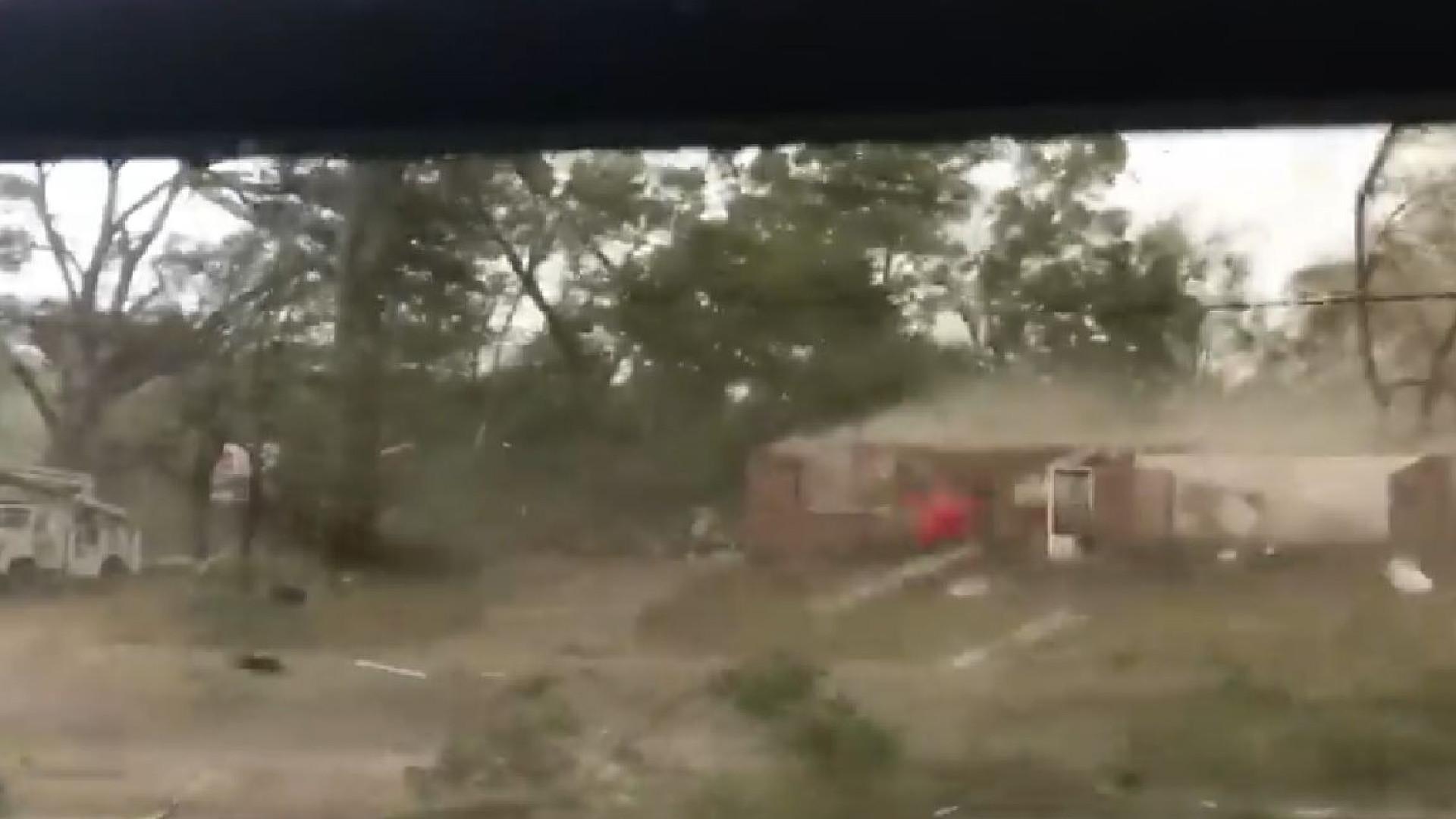 As impressionantes imagens de um tornado no sul dos EUA