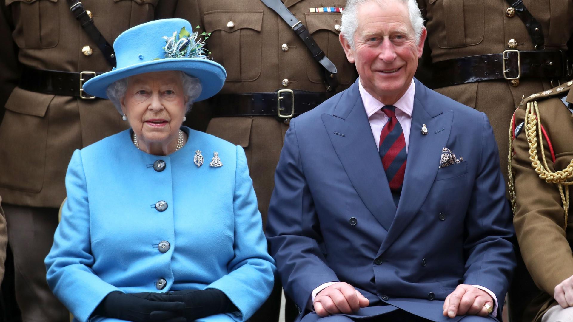 Isabel II pede à Commonwealth que eleja príncipe Carlos como seu sucessor