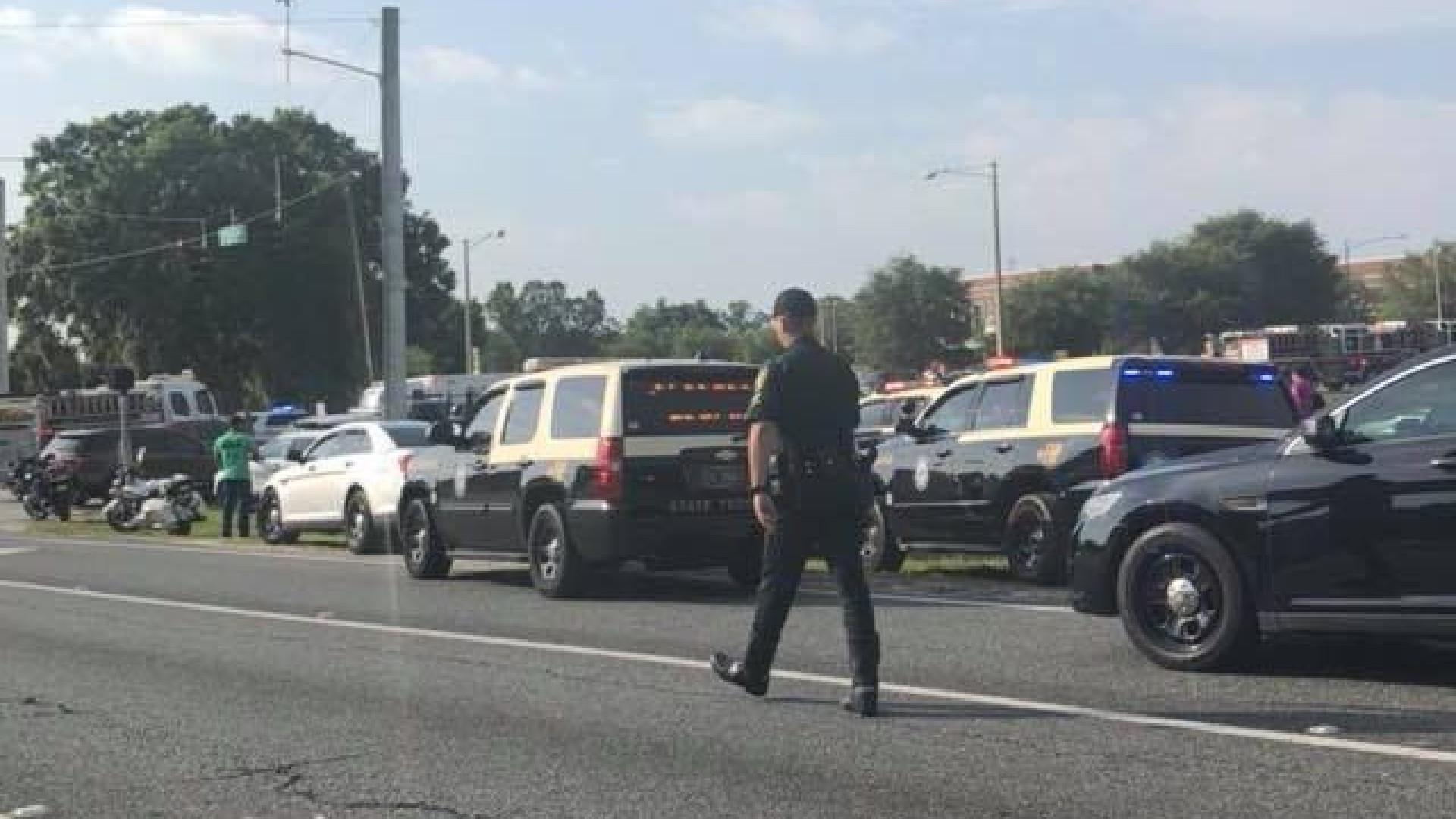 Tiroteio em protesto por controle de armas deixa aluno ferido na Flórida