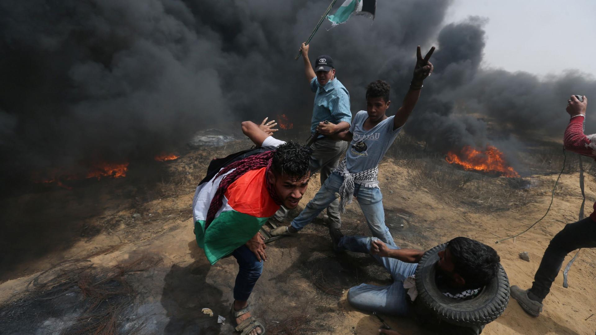 Dois palestinianos mortos e 60 feridos pelas forças de Israel em Gaza