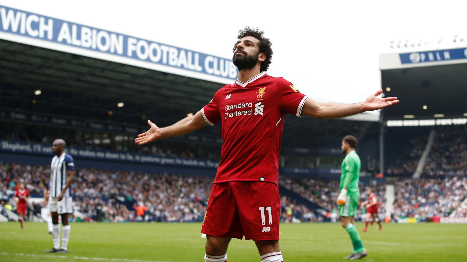 Salah apanhado ao telefone, 'finta' multa apesar da denúncia do Liverpool