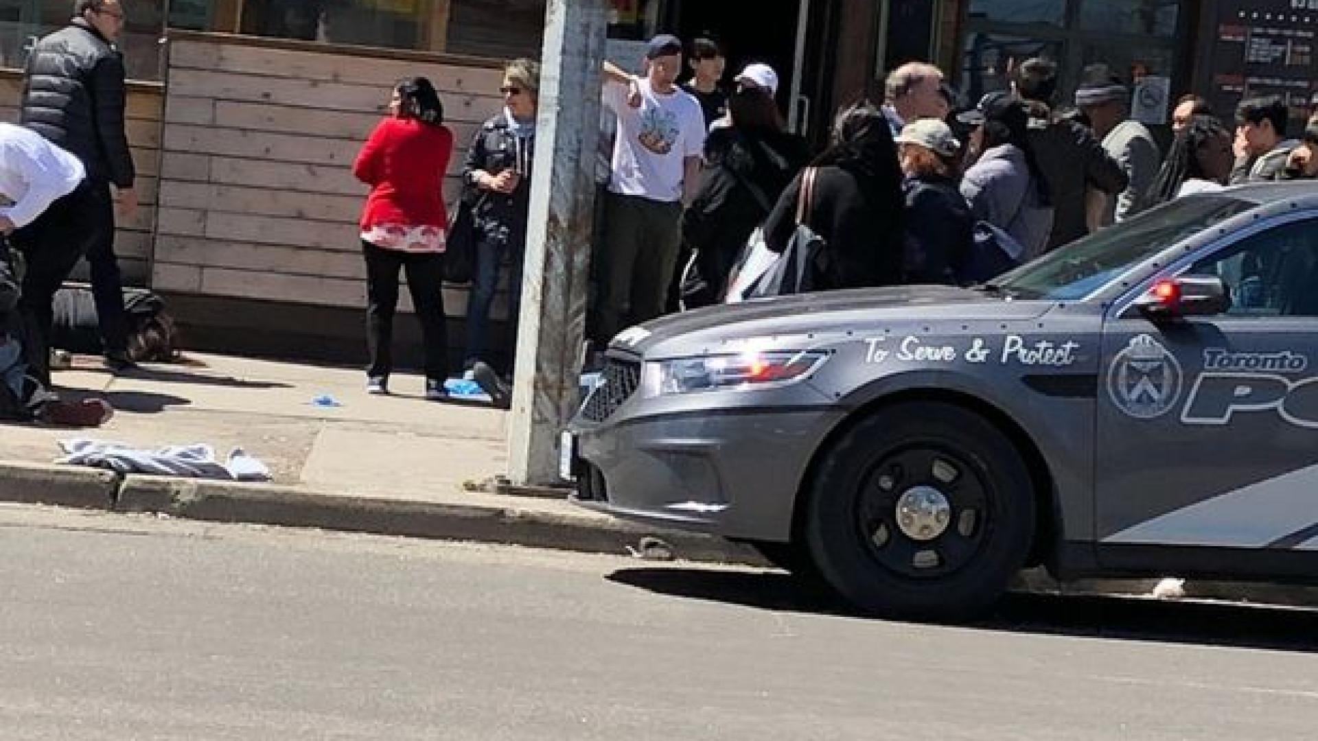 Carrinha abalroa várias pessoas em Toronto. Condutor foi detido