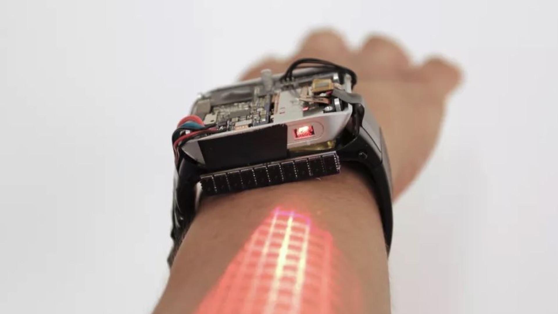 O relógio inteligente que transforma o braço num ecrã tátil — LumiWatch