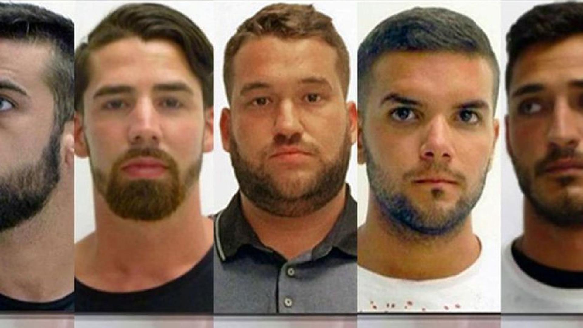 Três membros de 'La Manada' saem da prisão depois de pagarem fiança