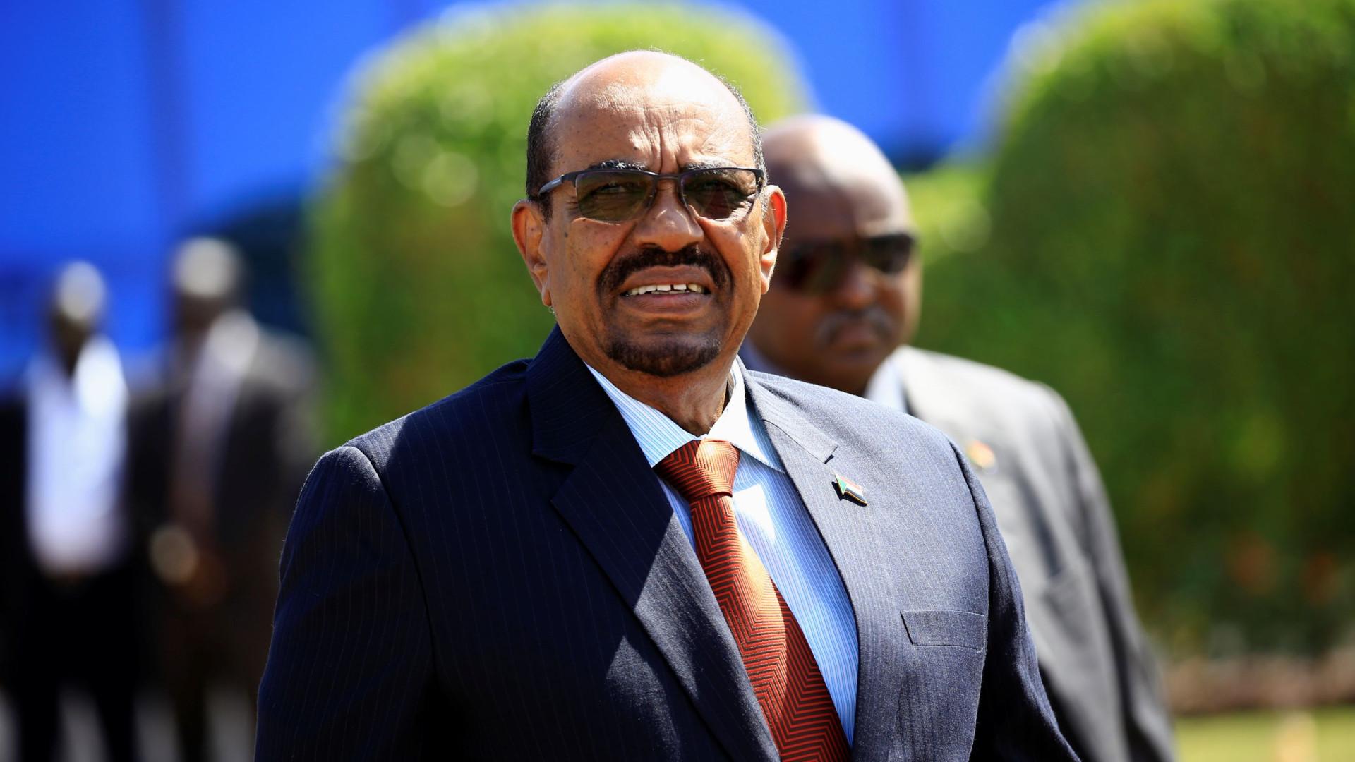 Presidente responde à contestação no Darfur com deslocação à região