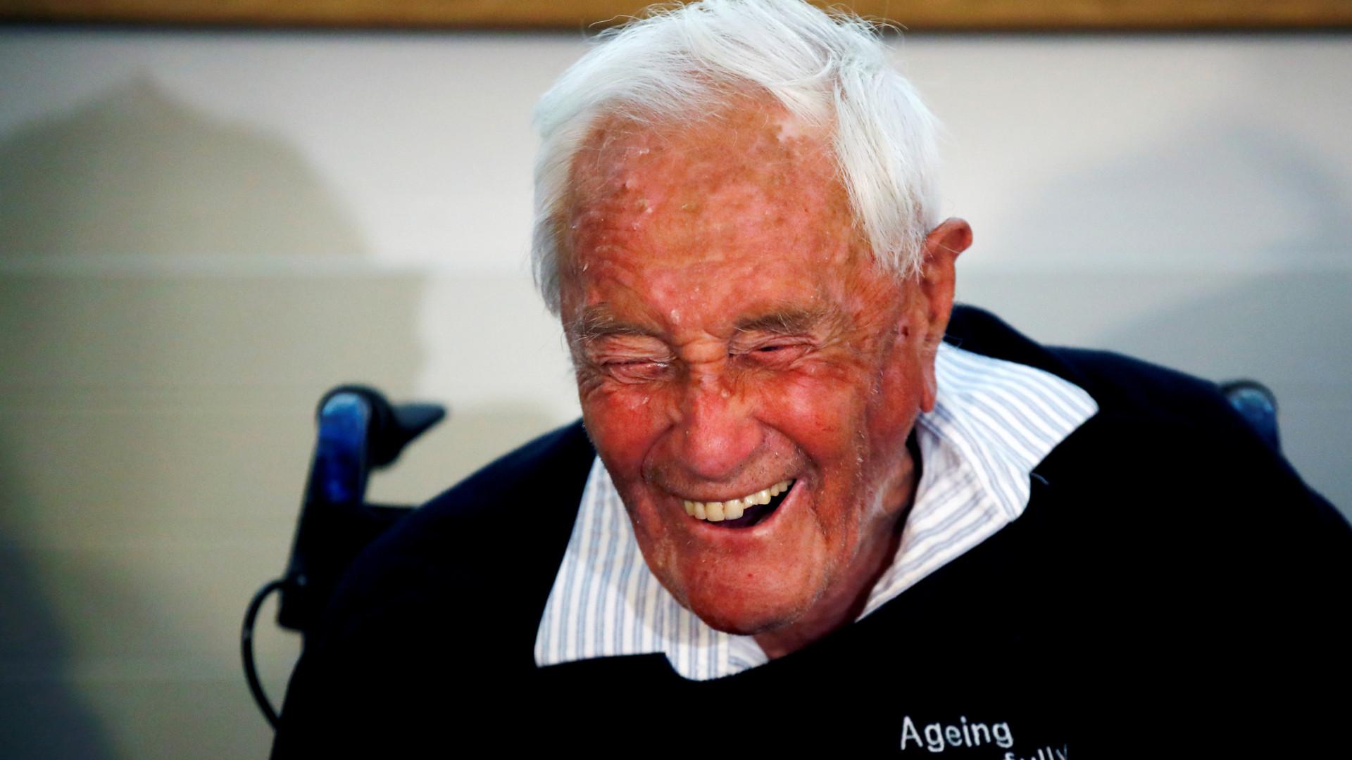Famoso cientista australiano de 104 anos decidiu partir ao som de Beethoven