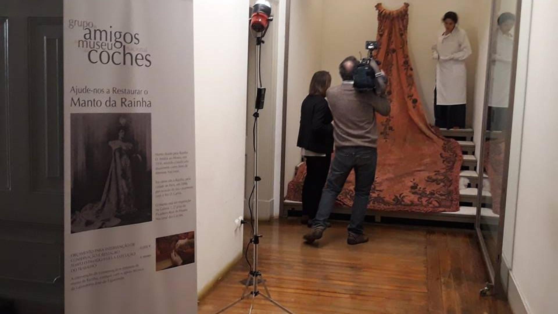 Fundação Versailles paga restauro do manto da rainha D. Amélia