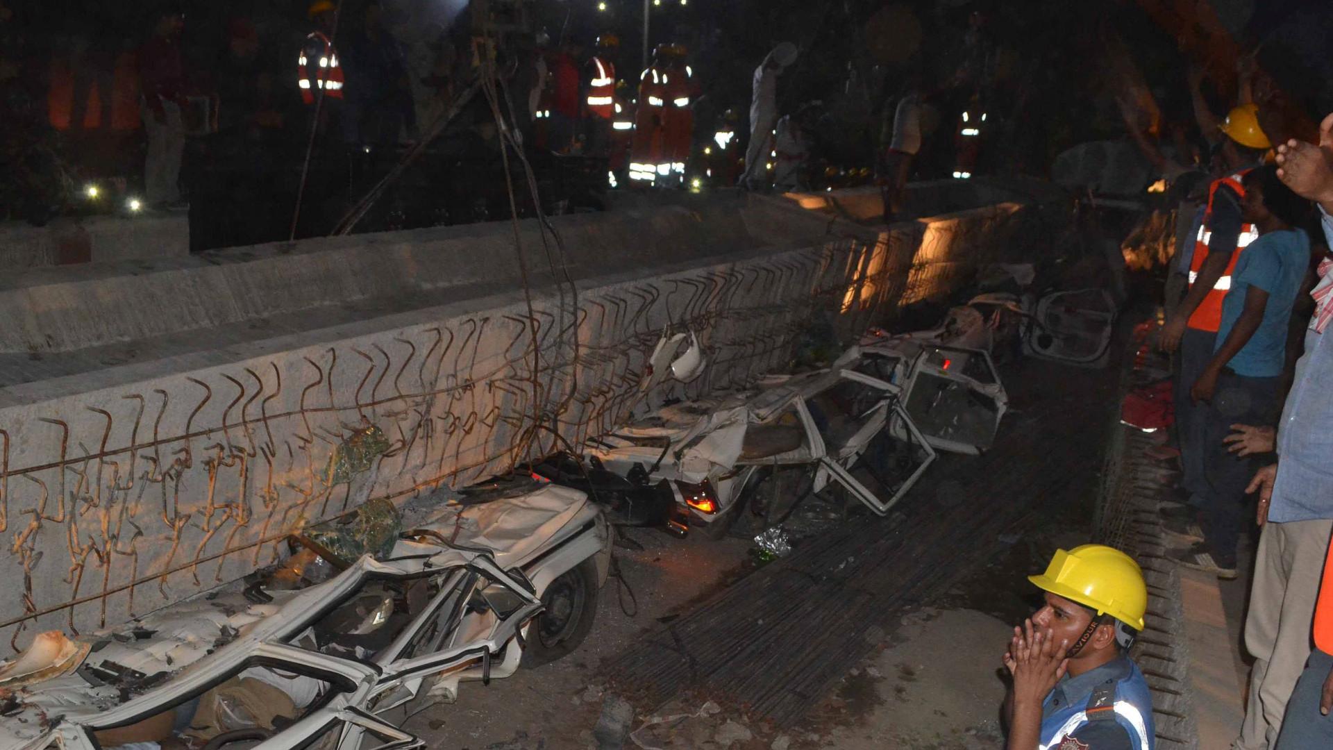 Pelo menos 15 mortos após colapso de passagem de nível em obras na Índia