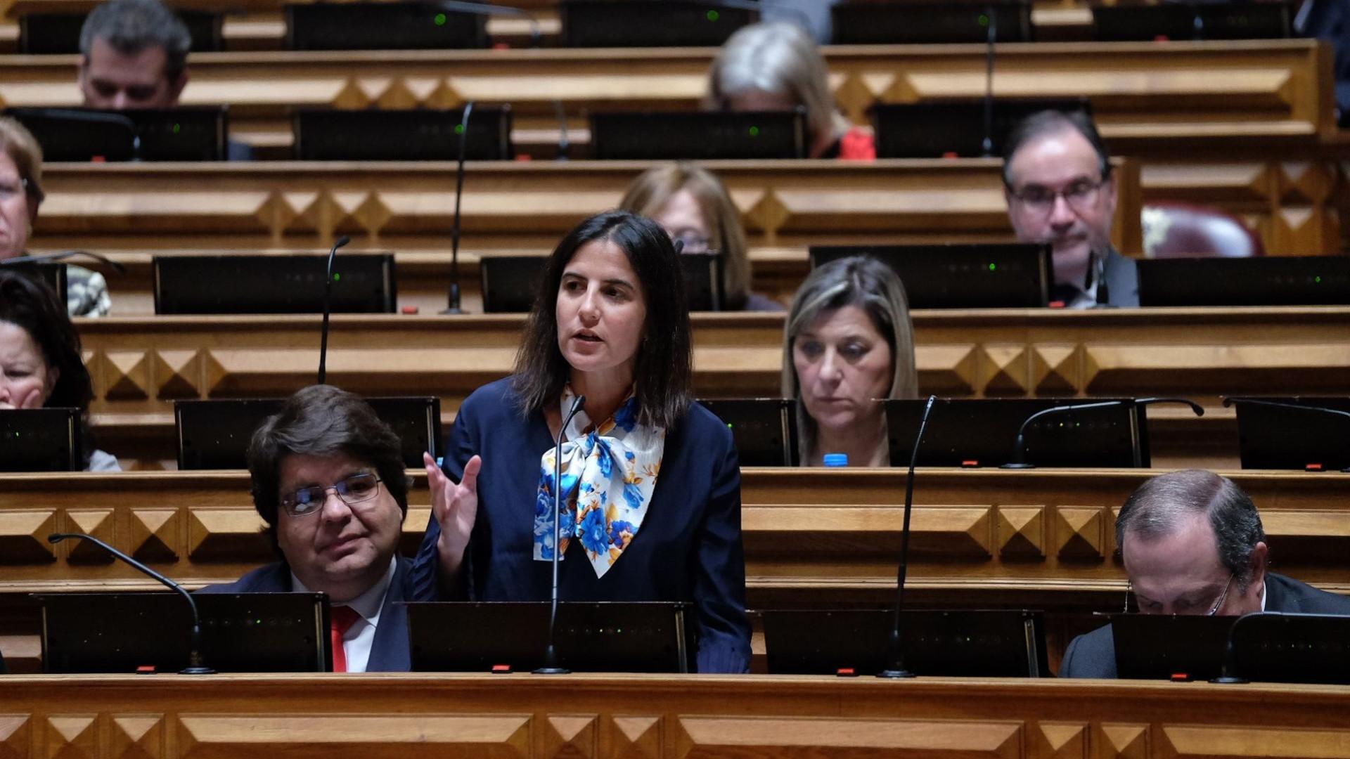Deputada açoriana adverte Governo para limpeza total da Base das Lajes