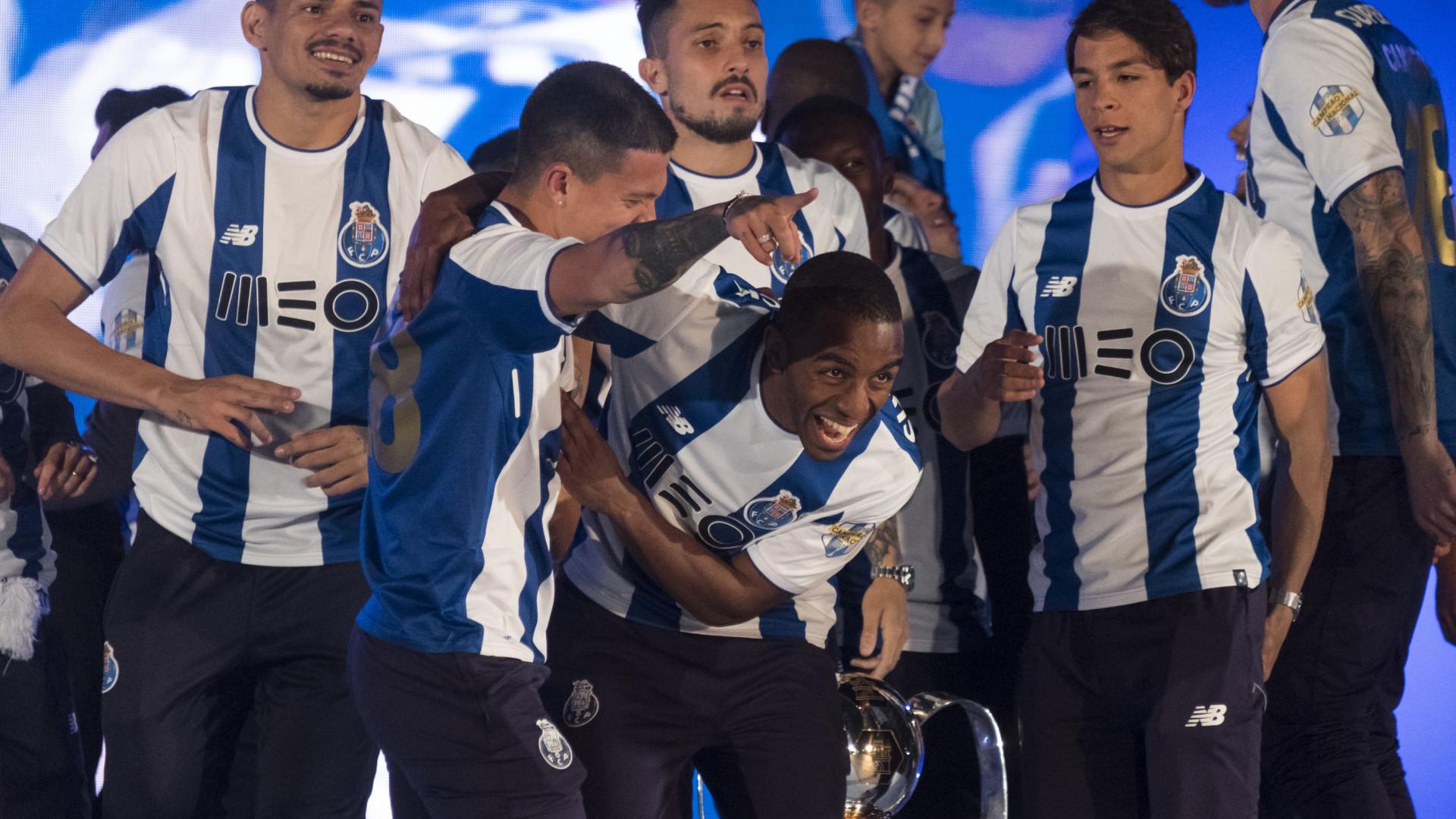 Revolução (quase) total na defesa do FC Porto. Afinal quem fica?