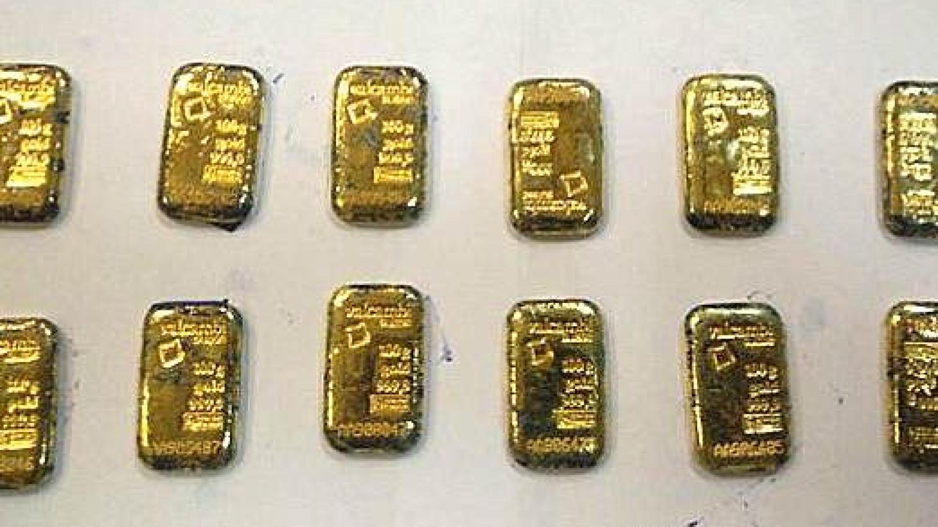 Passageiros detidos no aeroporto com 2 kg de barras de ouro no ânus