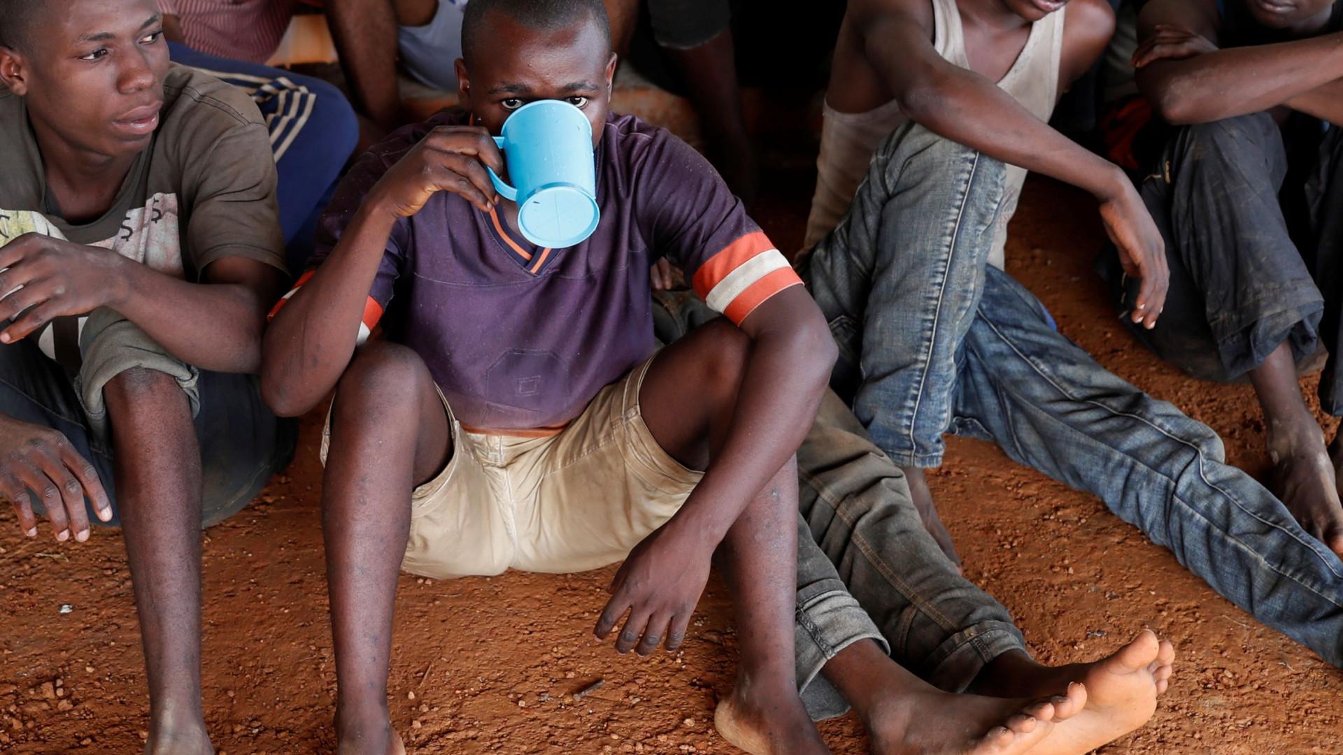 Mais de 300 pessoas terão tido contacto com doentes de Ébola em Mbandaka