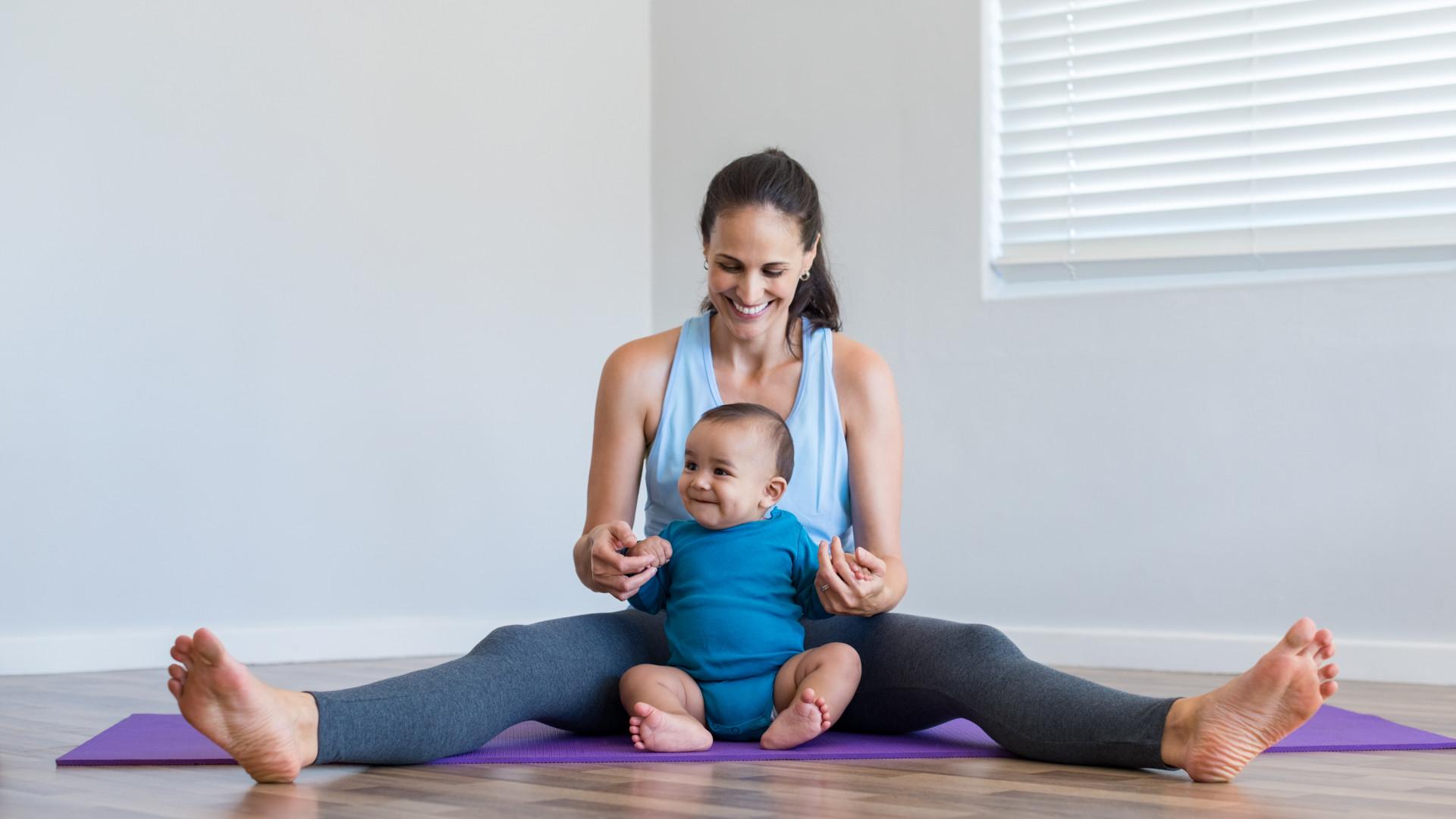 Faça yoga com o seu bebé (há uma aula experimental para saber se gosta)