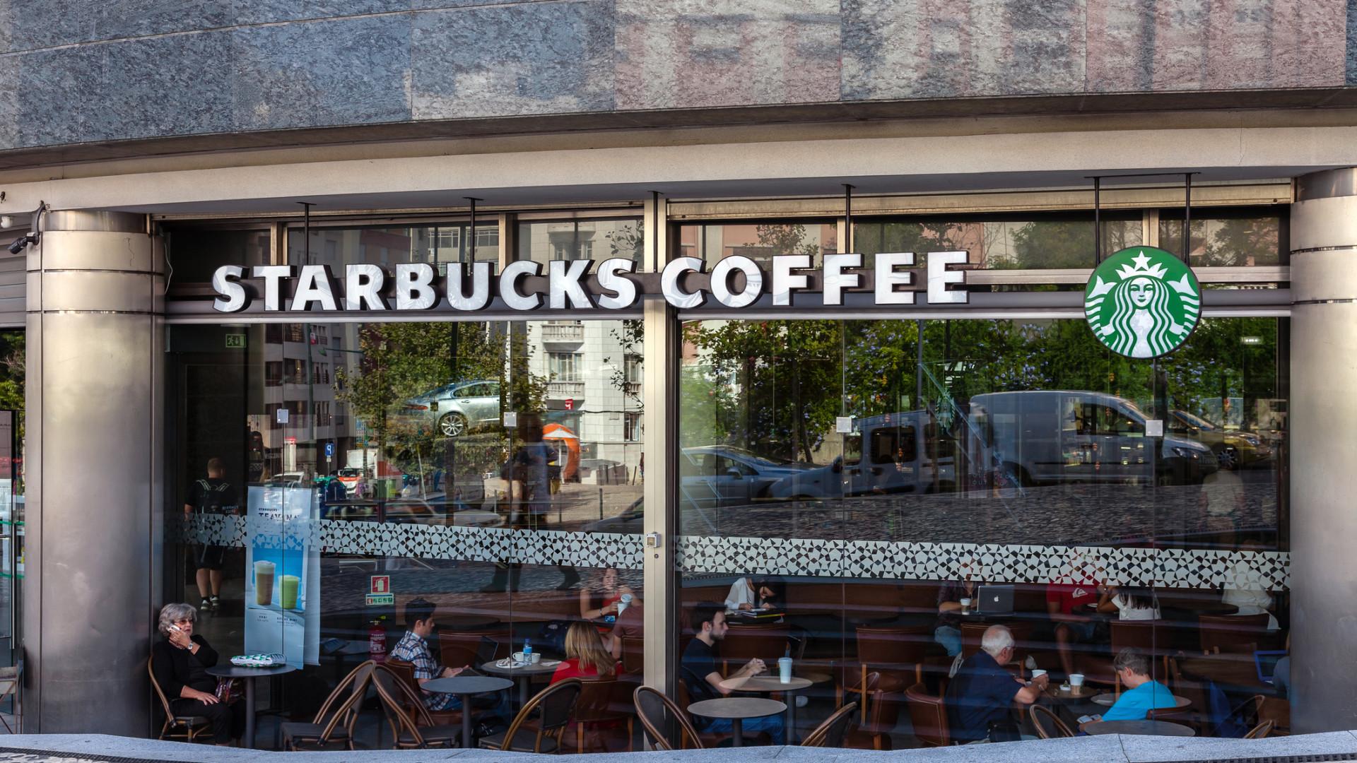Mudança das regras da Starbucks nos EUA não se aplica a Portugal