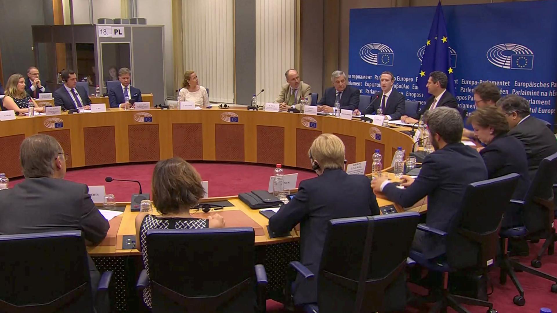 """Zuckerberg desculpa-se no PE e diz que mudanças vão demorar """"algum tempo"""""""