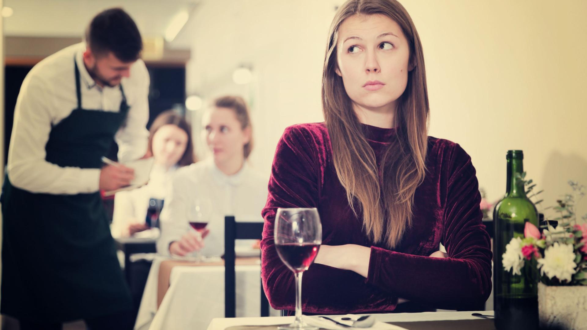 Comer sozinho faz mal à sua saúde. Saiba porquê