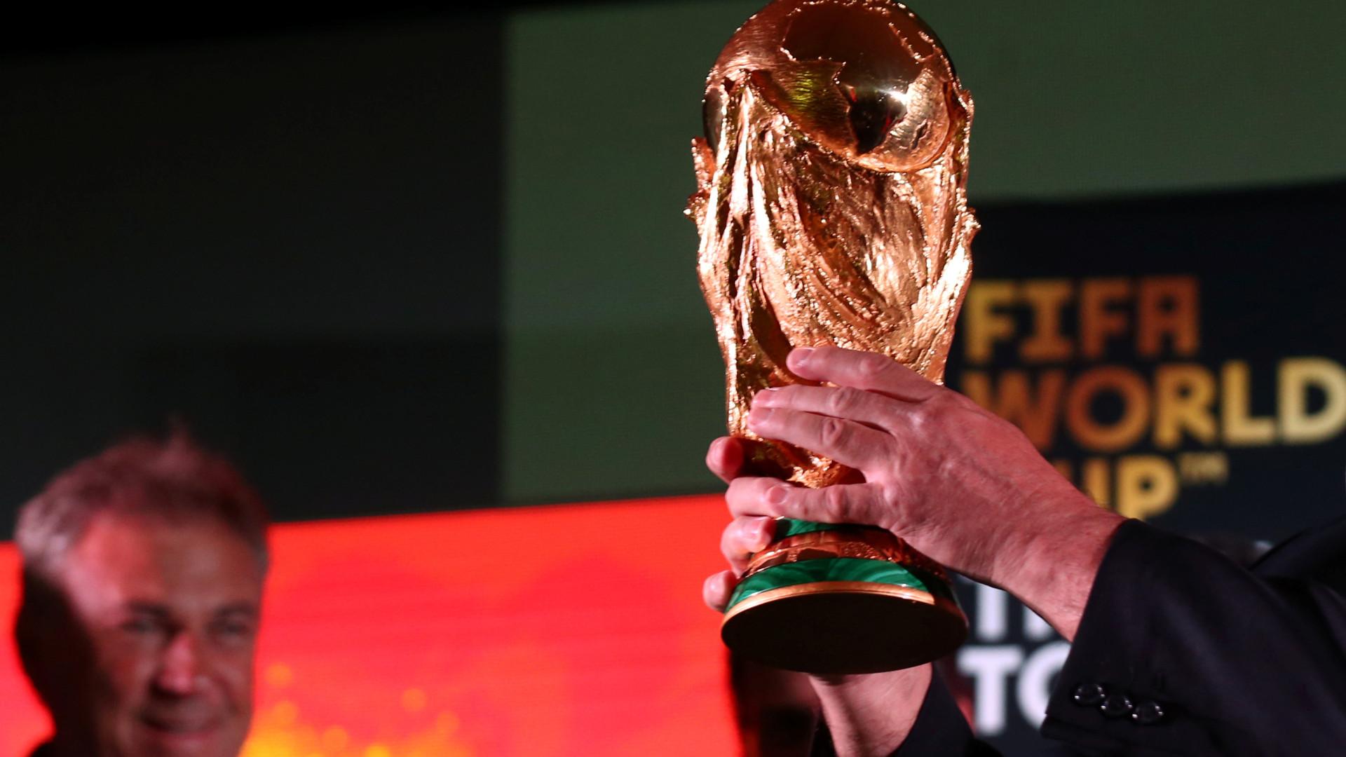 Réplicas do troféu do Mundial repletas de cocaína e marijuana