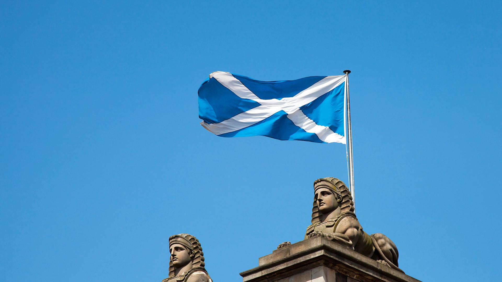 Dezenas de milhares marcham pela independência da Escócia