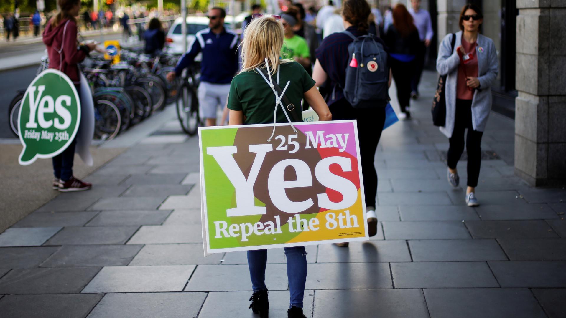 Sondagem dá vitória a 'Sim' à mudança de lei do aborto na Irlanda