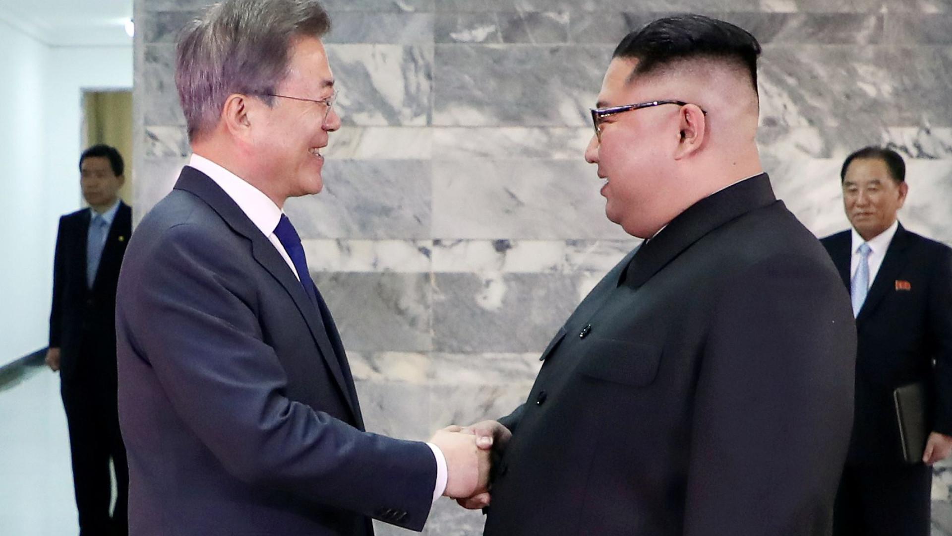 Líderes das duas Coreias reúnem-se em encontro surpresa