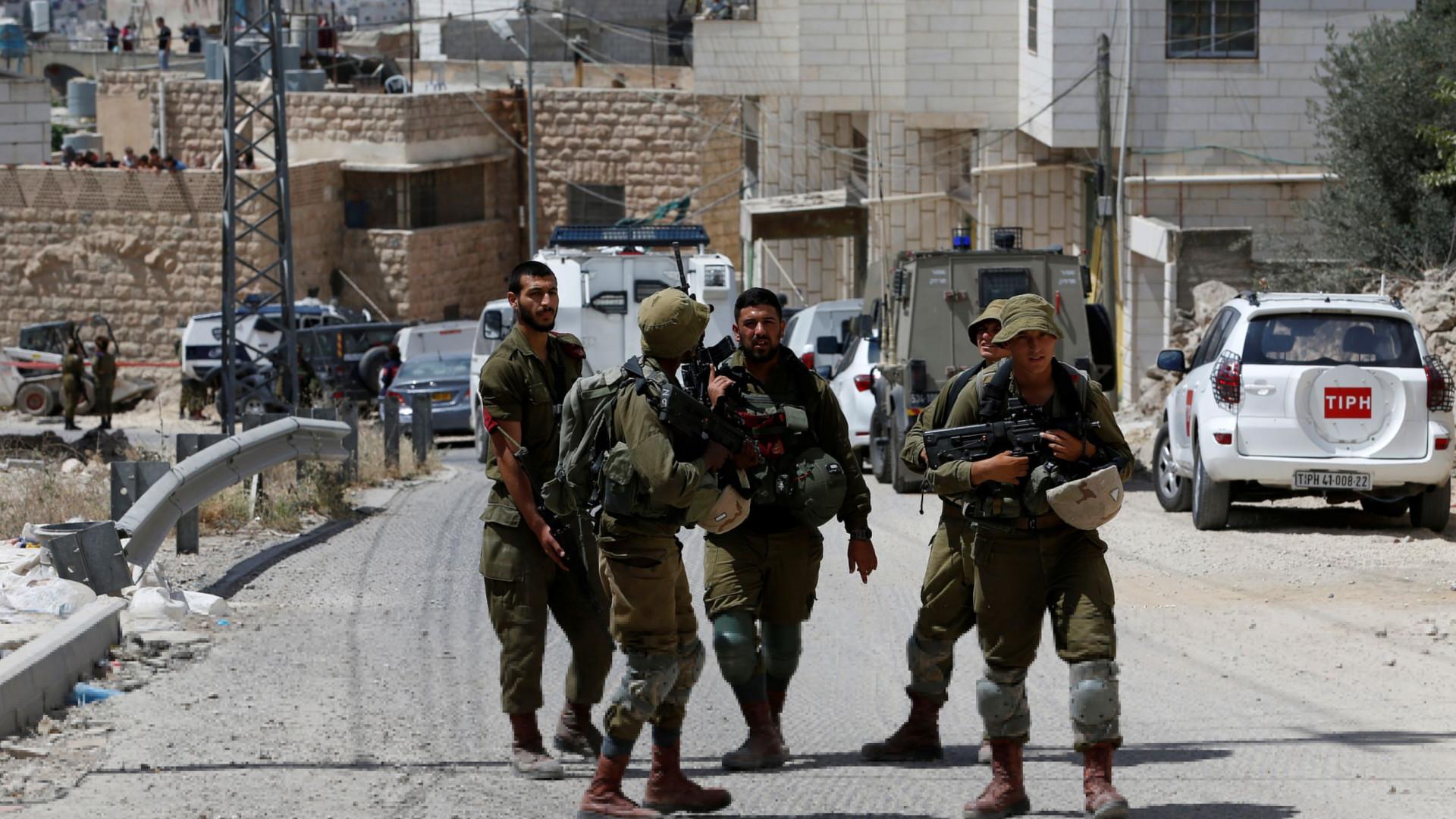 Israelita morre em ataque com faca de palestiniano